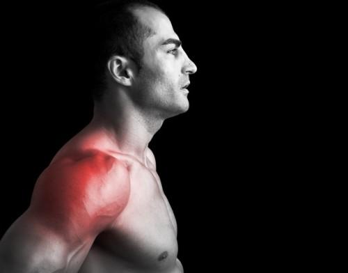 Травмы плеча получают бодибилдеры