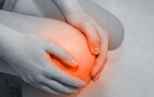 Лечение боли в коленях современными и народными средствами
