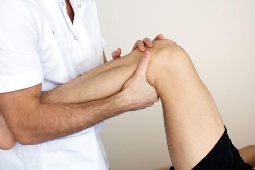 Боли под коленом