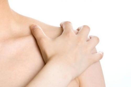 Причины возникновения плечелопаточного периартрита и симптомы заболевания