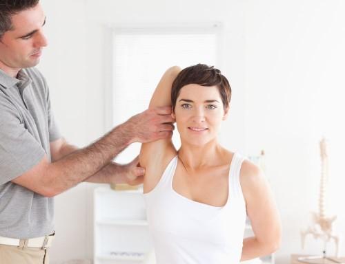 Плечелопаточный периартрит: причины возникновения и характерные симптомы
