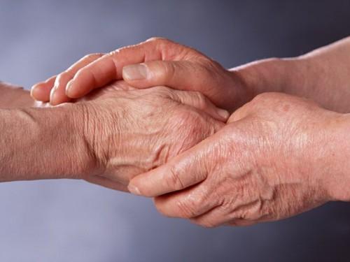 Руки пожилые