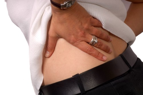 Болит правый бок на спине и температура