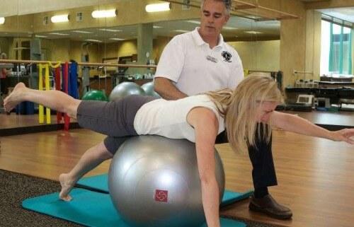 Как проводится гимнастика при грыже позвоночника и зачем ее делать
